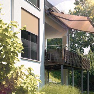 Sonnenstore auf Balkon